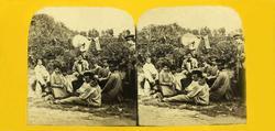 Stereoskopi. Menn og kvinner i skog, friluftsliv, ukjent ste