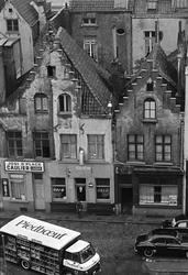Serie. Havnekneiper, havneområde, sluser og lektere, Antwerp