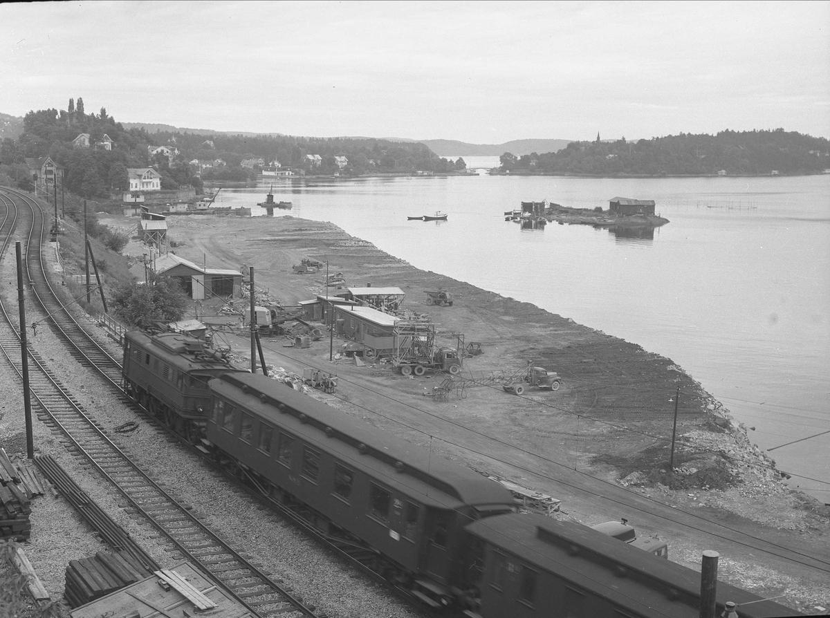 Sjursøya, Oslo, 1954. Jernbane og landskap.