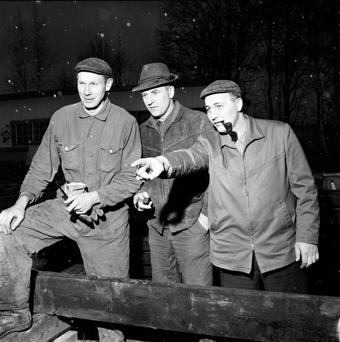 """Bygget av """"nya dansbanan"""" i Ullfors, Tierps socken, Uppland 1967"""
