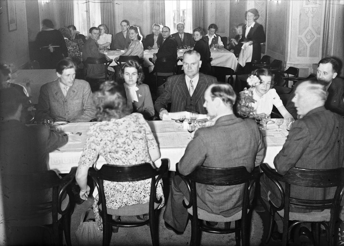Korsnäsverkens personalfest på Uppsala Gille, Fyristorg, Uppsala maj 1948
