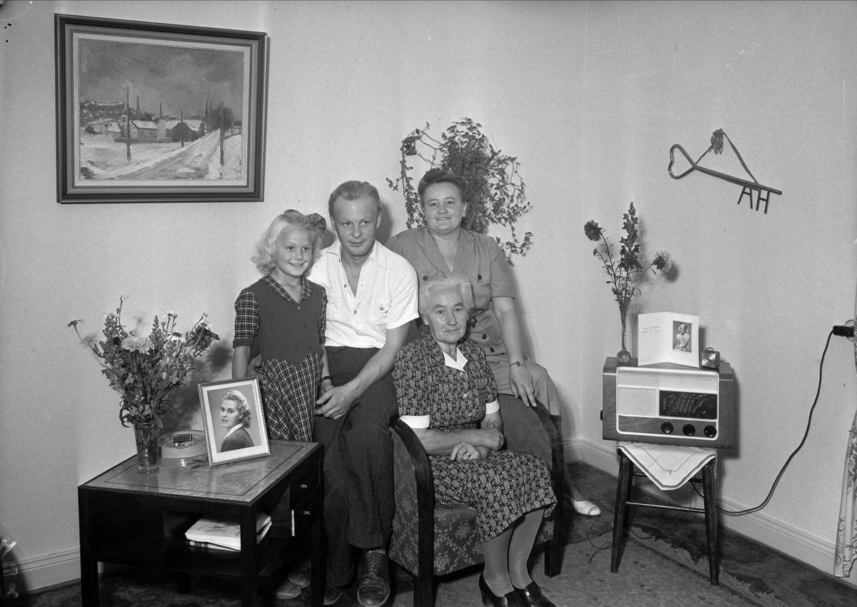 Fyra generationer Hoffner, Vikingagatan, Uppsala september 1947