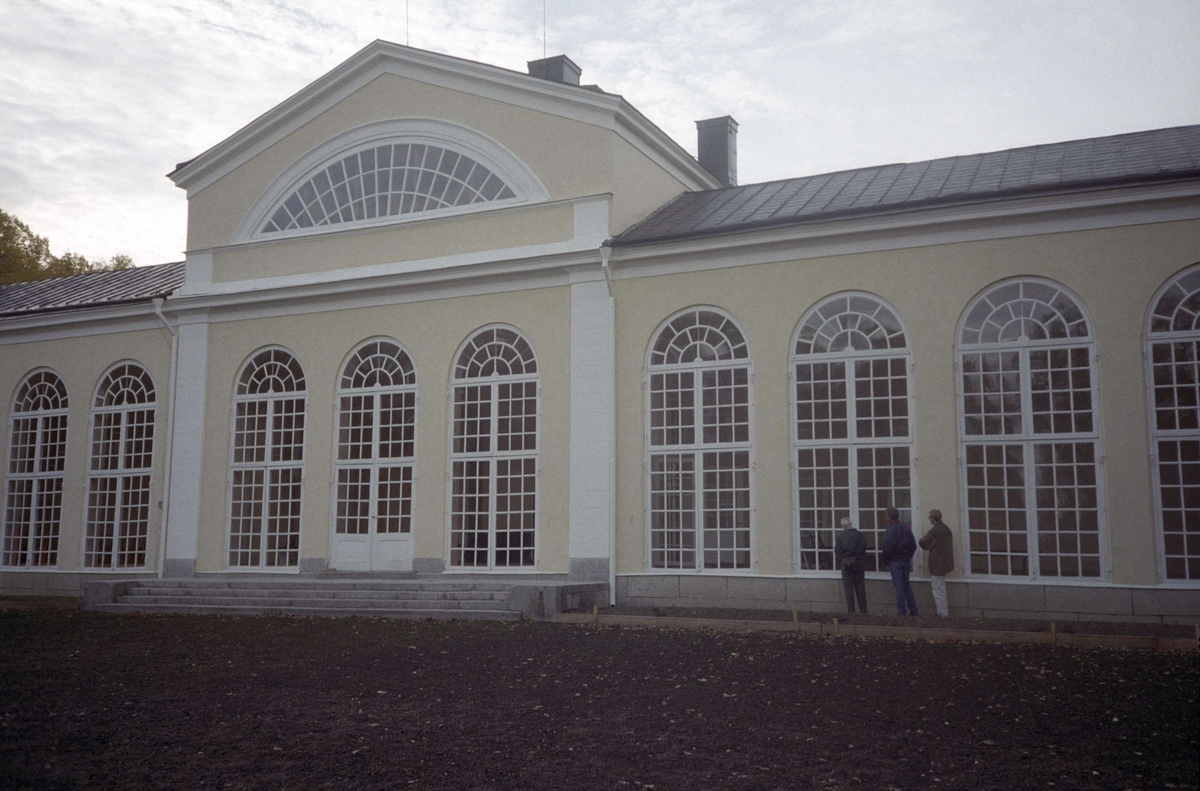 Slutbesiktning efter restaurering av orangeriet vid Örbyhus slott, Vendels socken, Uppland 1995