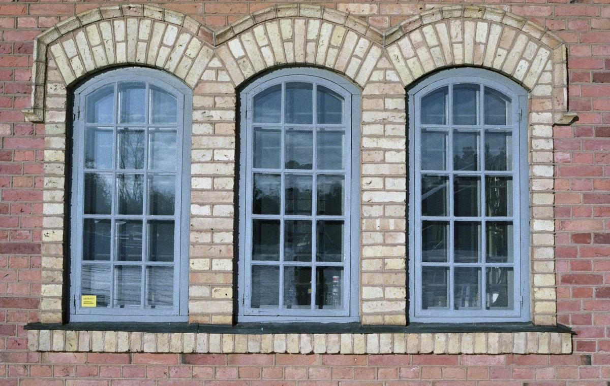 Fönster på verkstadsbyggnad vid Marma läger, Älvkarleby socken, Uppland 1996