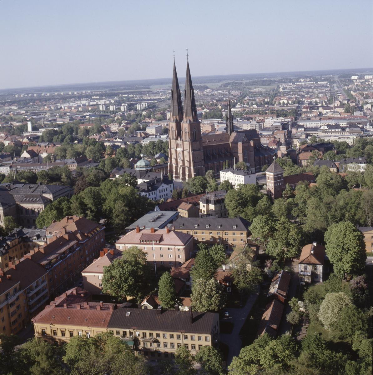 Vy över Uppsala innerstad, Uppsala domkyrka i mitten, juni 1989