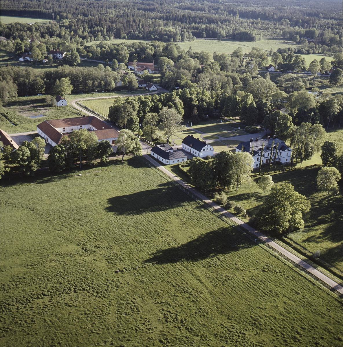 Vy över Hargs herrgård, Hargs socken, Uppland juli 1989
