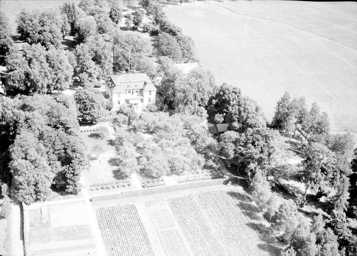 Flygfoto över Älby gård, Älby, Rasbo socken, Uppland 1947