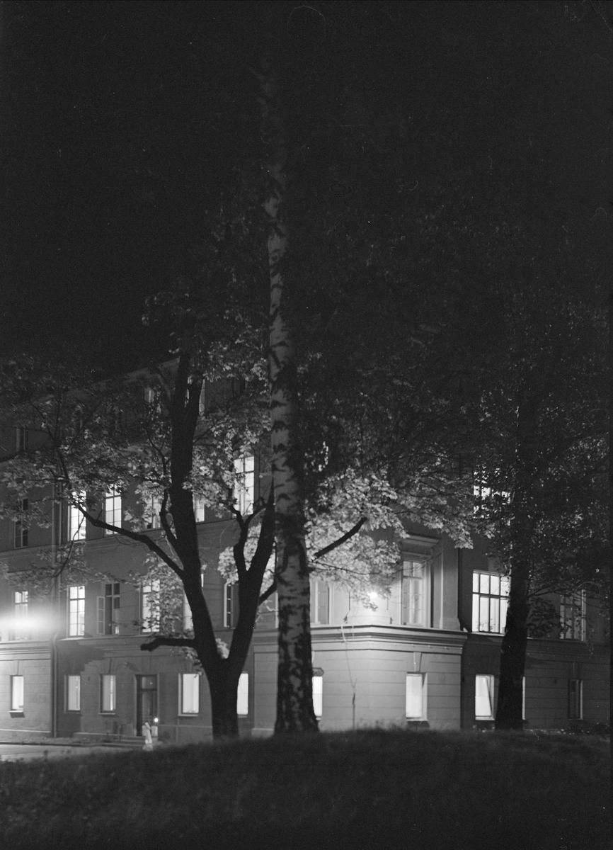 Kvällsvy över Akademiska sjukhuset, stadsdelen Fjärdingen, Uppsala