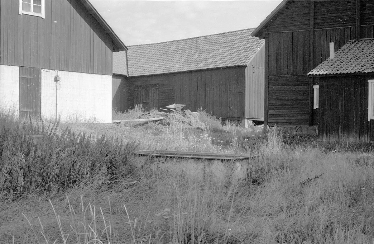 Svinhus, ladugård, stall och lider, Bälinge-Tuna S:1, Tuna, Bälinge socken, Uppland 1983