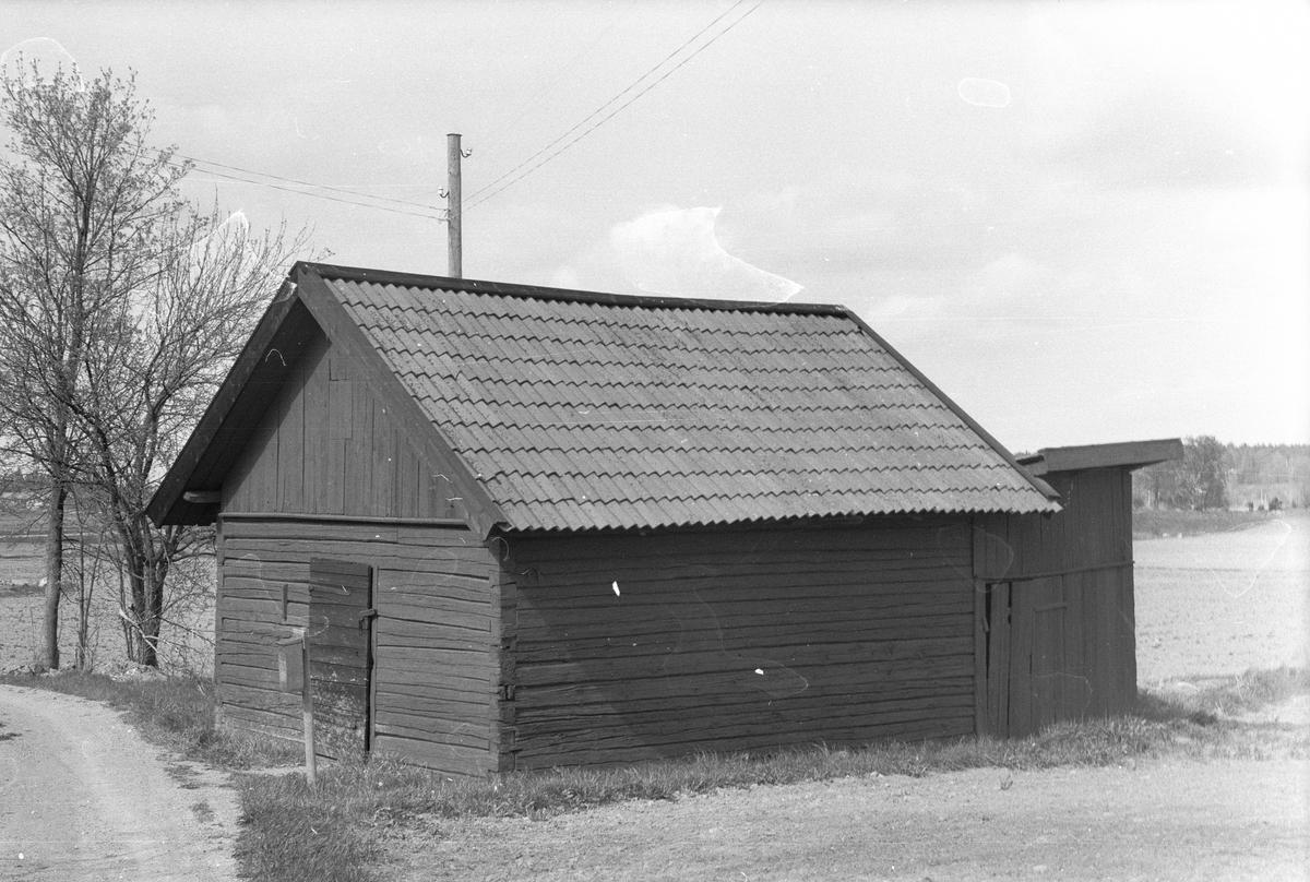 Matbod och vedbod, Årby 2:2 - 6:2, Årby, Lena socken, Uppland 1977