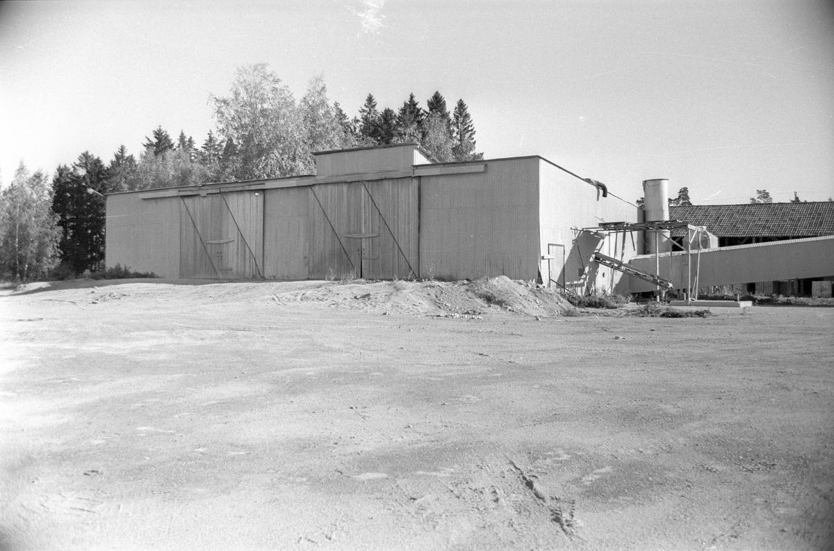 """Lerficka """"lerhuset"""", Lena-Brunna 7:1, Salsta Tegelbruk, Lena socken, Uppland 1978"""