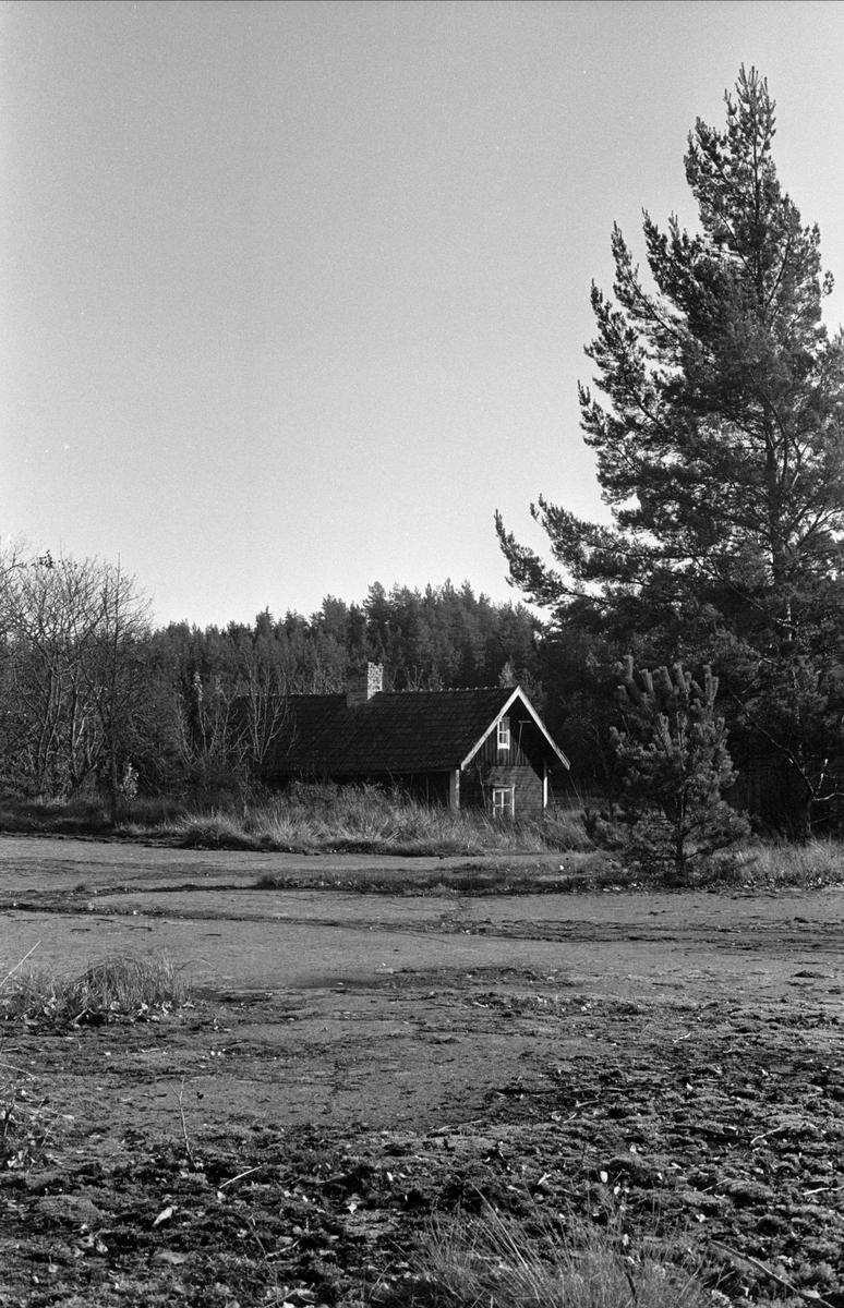 Bostadshus Hällen, Balingsta socken, Uppland