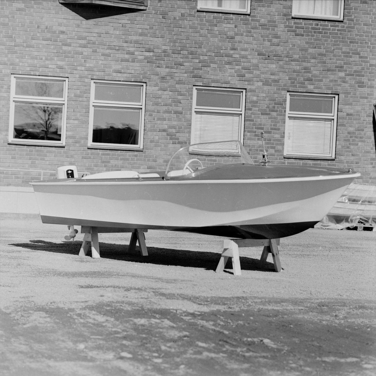 Forum - annonsbild båt, Uppsala april 1965