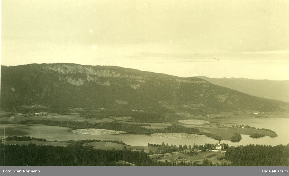 Utsikt mot Fluberg kirke og Randsfjorden