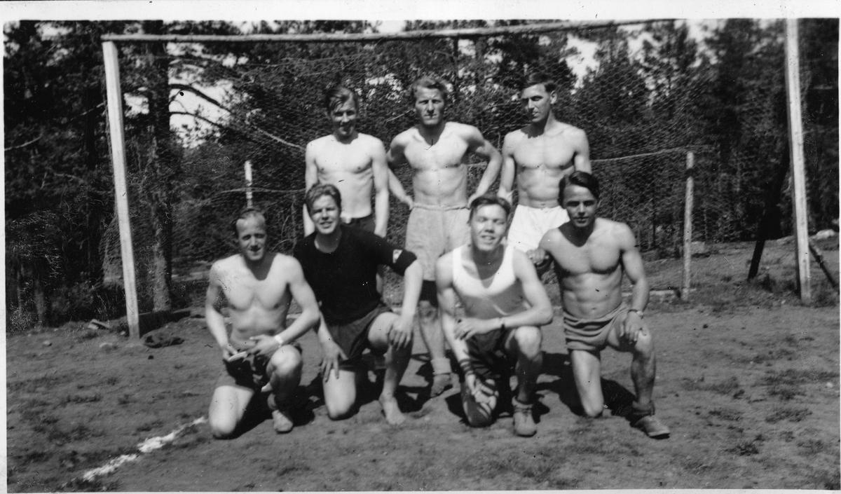 Football team at the Ruudhytta cabin.