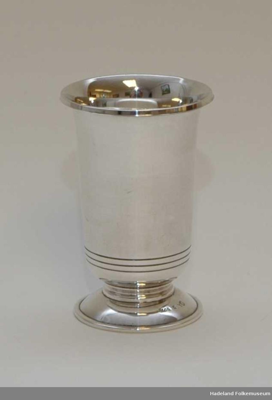 Pokal, beger. Sølv, stemplet 8305 L0 Y6. Metall under foten.