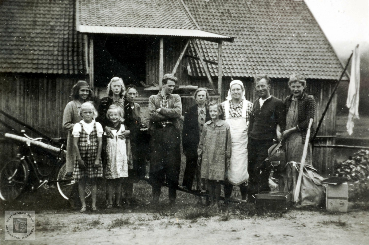 Mandalsfolk på heimvei fra Ubostad i Grindheim til Mandal.