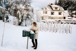 Vinterdag ved postkassa på Lunden, Sveindal. Grindheim.