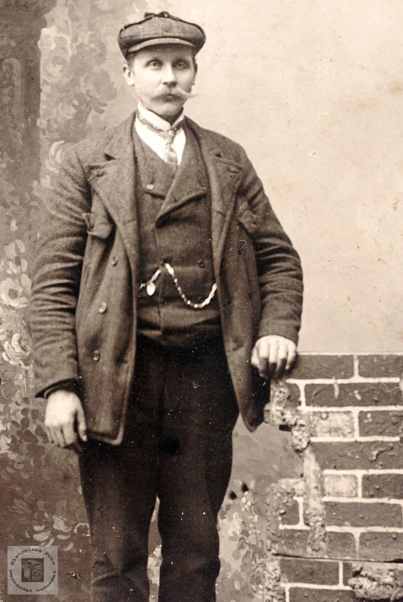Portrett av Theodor Ågedal i yngre år. Grindheim Audnedal.