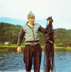 Fiskeren med garnet og dårlig gangst.