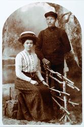 Ekteparet Gunhild Krågeland og Bergtor Strisland i ung alder.