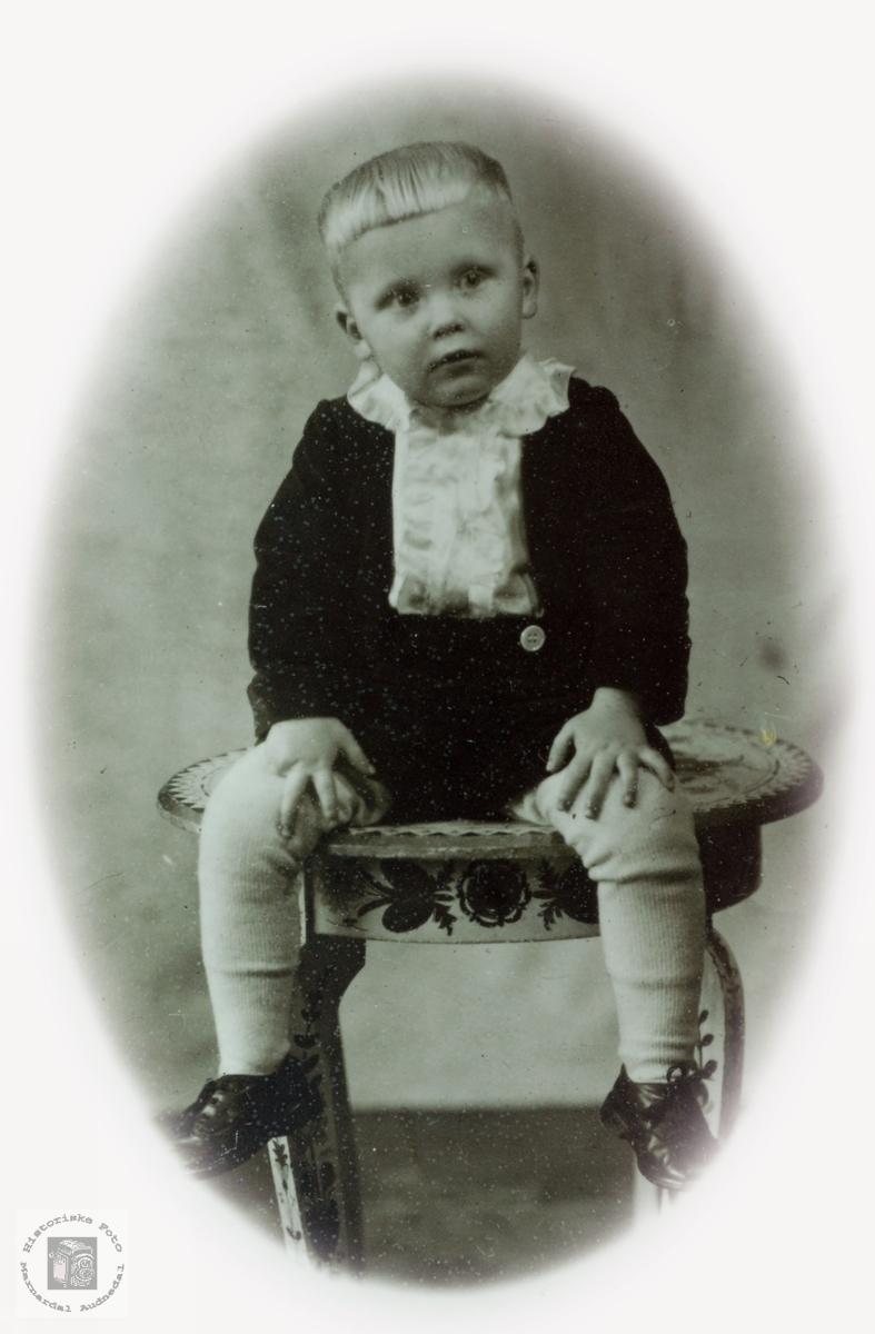Barneportrett av Karsten Valand, Audnedal.