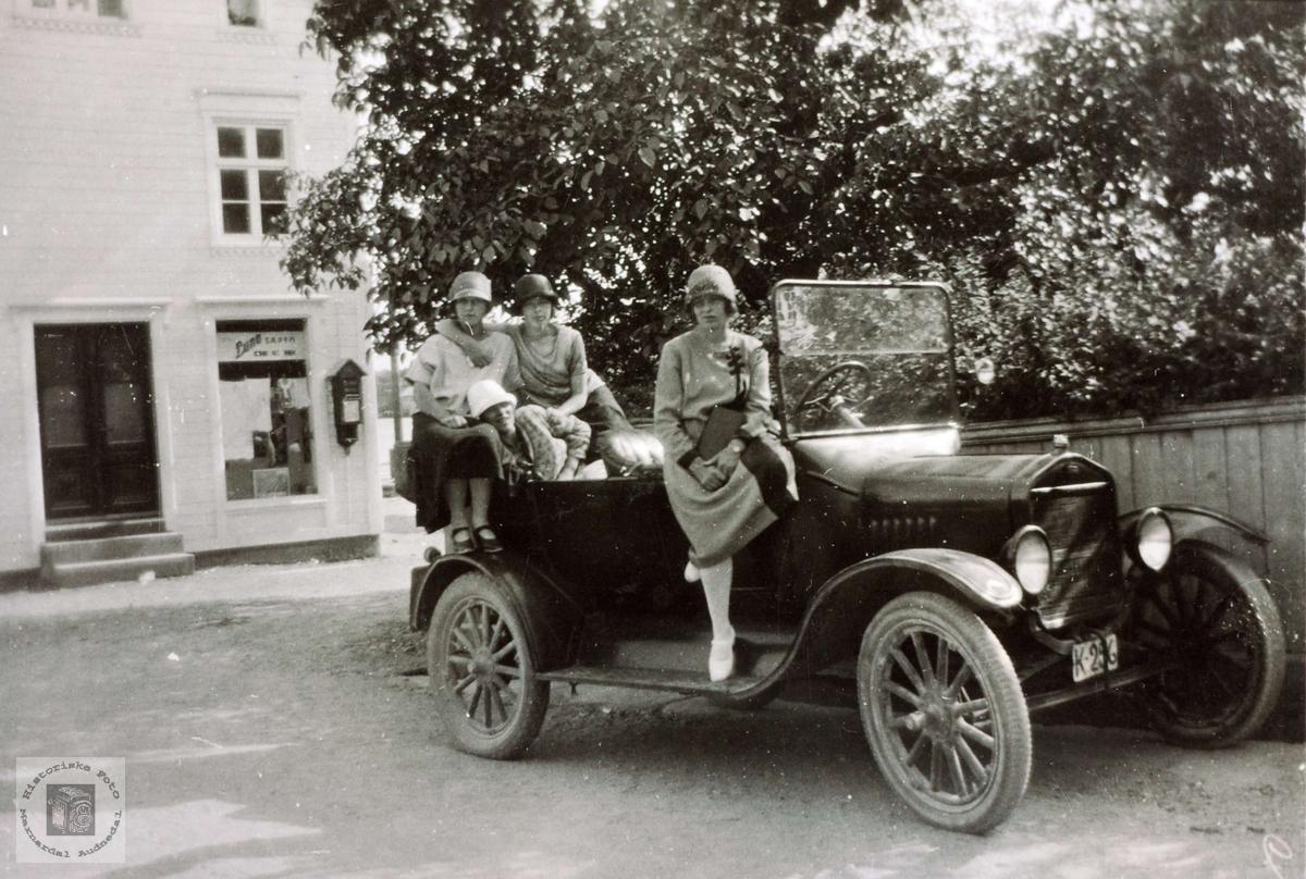 Biltur med Ford T i en svunnend tid.
