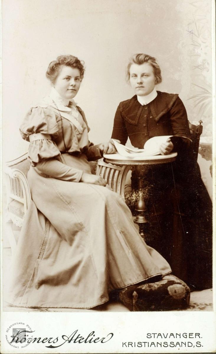 Portrett av søsknene Jørgine og Ingeborg Øydna. Grindheim Audnedal.