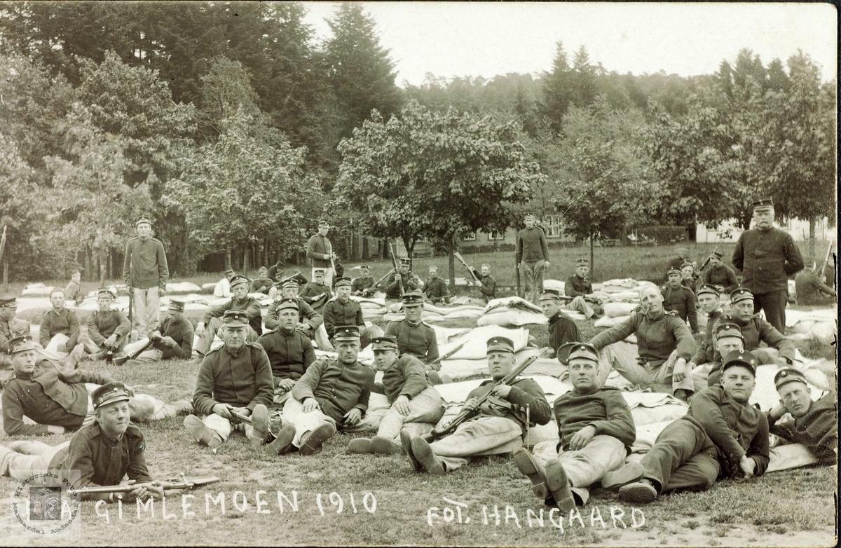 Soldater har ei velfortjent kvild på Gimlemoen. Kristiansand.