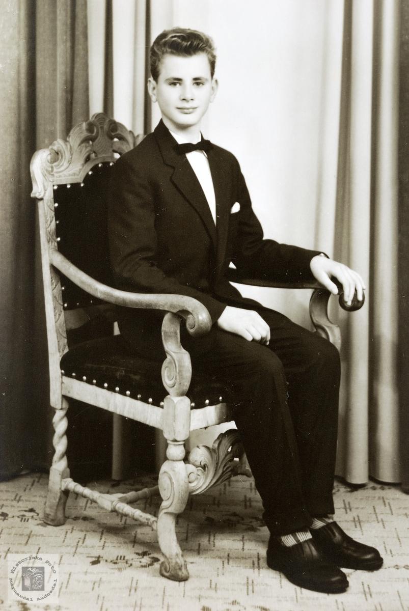 Portrett av konfirmant Øyvind Byremo. Grindheim.