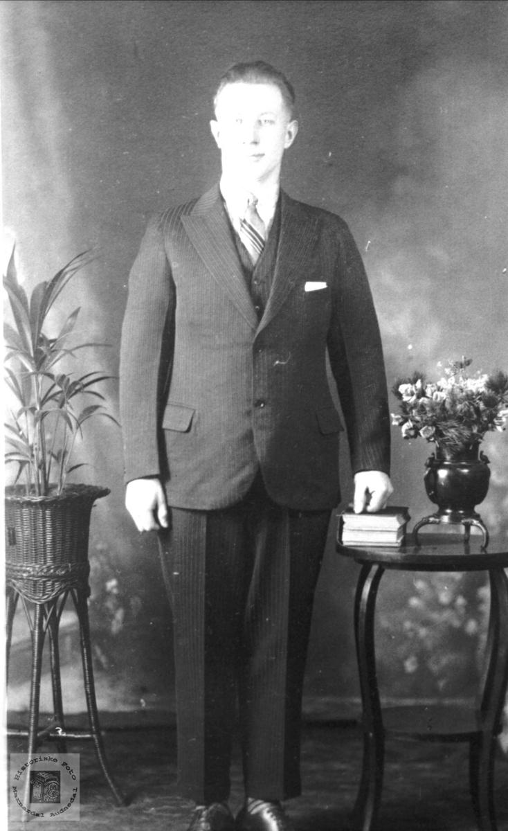 Portrett av John Ågedal da han var i Canada i unge år.