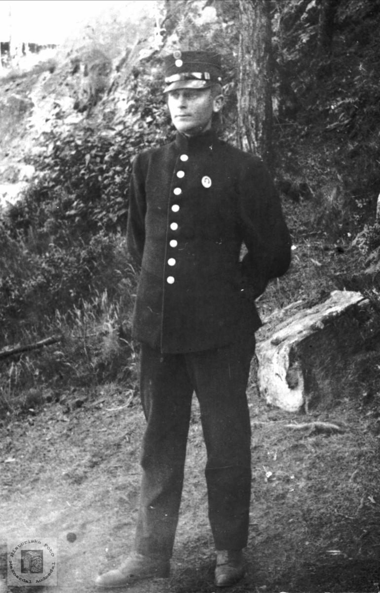 Portrett av Olav Øydna i Løytnantuniform.