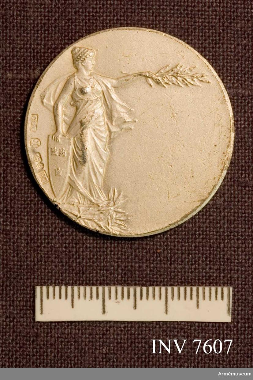 Erövrat av sergeant Sigfrid H Hultquist 25/4 1912. Färg silver B.
