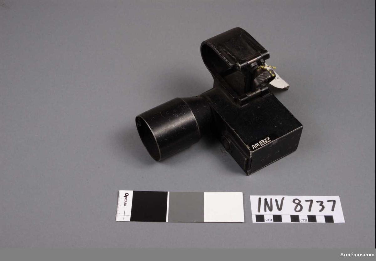 Strålsikte är ett medel för inriktning av kulsprutepistol vid skjutning i skymning eller mörker. Det består av en  strålkastare, som monteras på vapnet, och som belyser målet med en skarpt markerad ring varmed vapnet inriktas.  Strålsikte möjliggör välriktad eld i mörker på avstånd upp till 50 m. Under gynnnsamma förhållanden kan elden utsträckas till 100 m. Vissa strålsikten äro försedda med s k halvljus, d v s en anordning, som möjligör att lampan, då kontaktknappen intrycks svagt, endast ger ifrån sig ett obetydligt ljus.  Med en dylik dämpad belysning kan skytten använda lampan för egen orientering i terrängen. Strålsikten av först beställd serie, som äro försedda med denna anordning, äro märkta med en röd ring runt kontaktknappen.   Tillverkningsnr 5