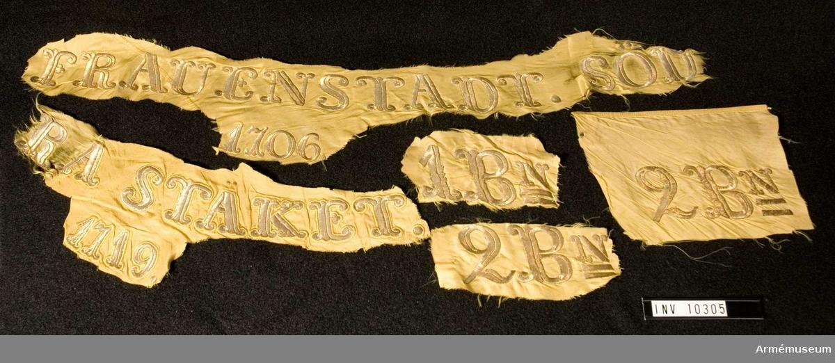 Grupp B I.  Duk av fansiden, gult, kantat med sidenband, gula. Segernamn i guld: FRAUENSTADT 1706, SÖDRA STÄKET 1719, 2 B:n.