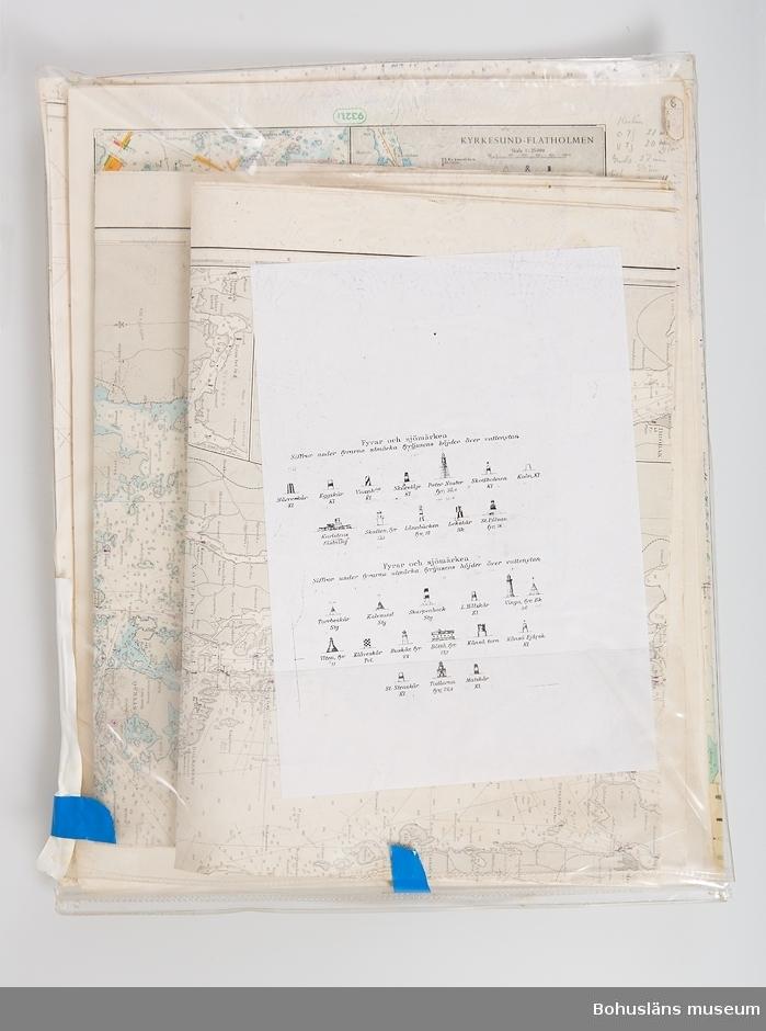 En kollektion vikta sjökort och sjökortsblad, bl.a.  Kattegatt Swedish coast Marstrand-Göteborg-Tistlarna med en tillhörande text av C.G. Engström. Förvarade i ett fodral i mjuk klarplast.