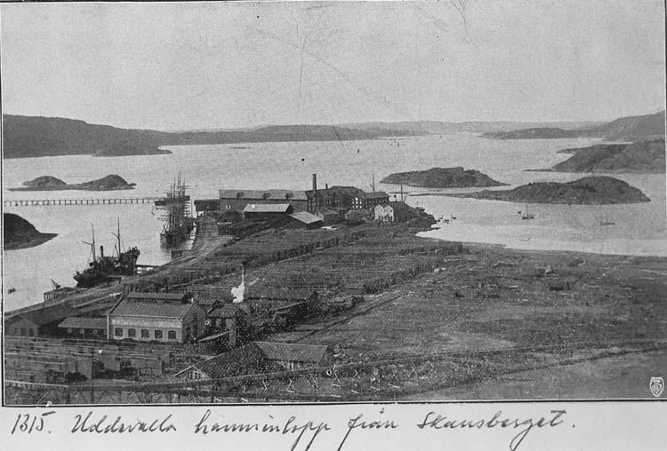 """Text som medföljer kortet: """"1315. Uddevalla hamninlopp från Skansberget."""""""