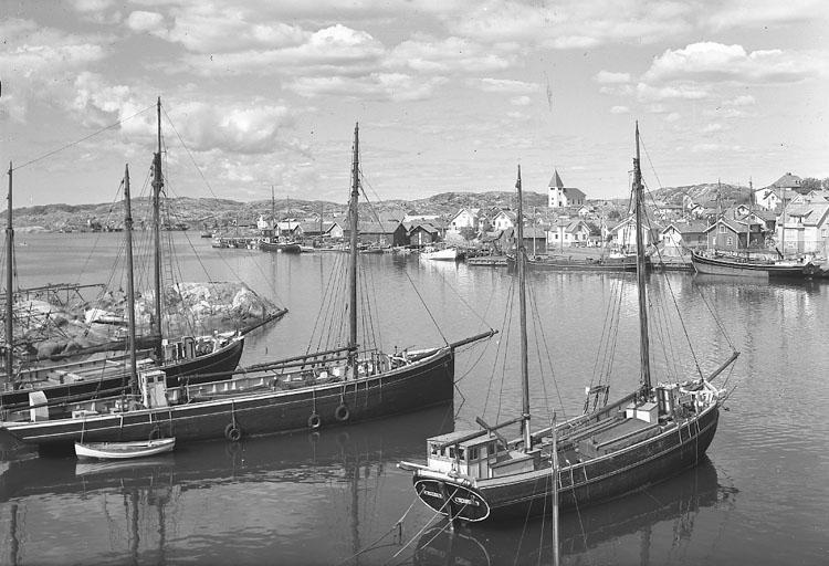 """Enligt AB Flygtrafik Bengtsfors: """"Skärhamn m. båtar Bohuslän"""".      ::"""