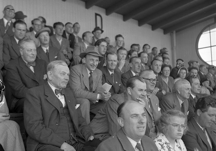 Publik på fotbollsmatch ( I.F.K.), Edsborgs idrottsplats, Trollhättan