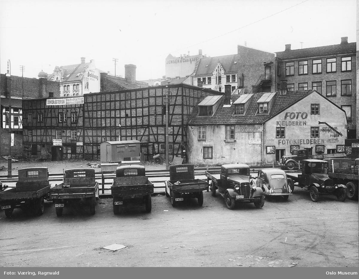 parkeringsplass, lastebiler, forretningsgårder, bakgårder