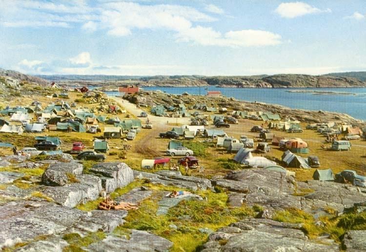 """Tryckt text på kortet: """"Grebbestad. Sövalls Camping."""""""