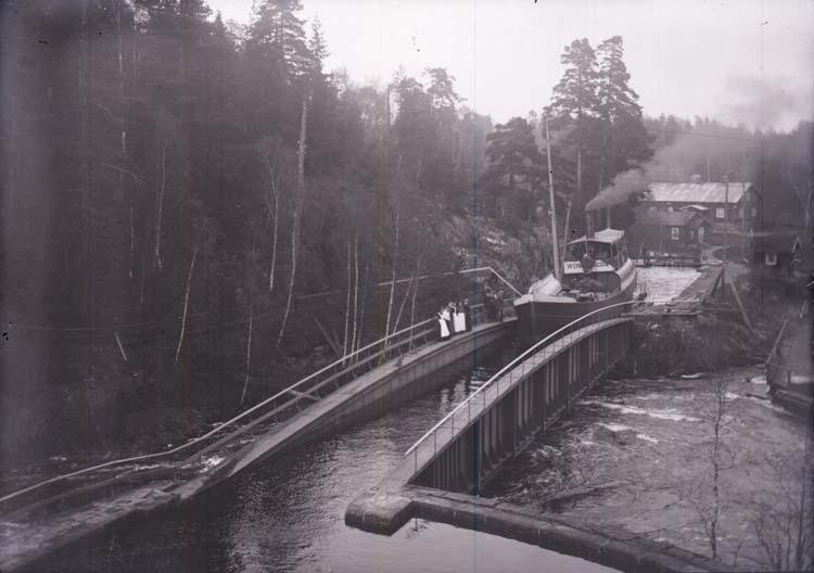 """Enligt text som medföljer bilden: """"Aquedukten vid Håferud 17/5 03."""""""