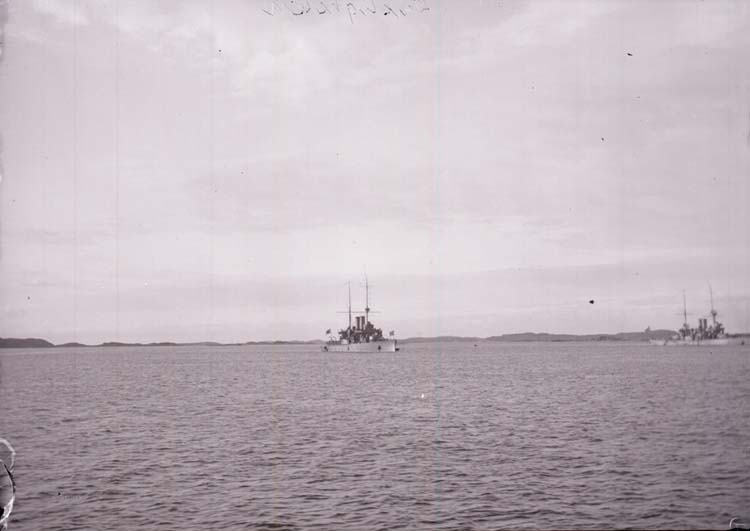 """Enligt text som medföljde bilden: """"Älfsborgsfjorden. Pansarbåten Dristigheten. Sept 05."""""""
