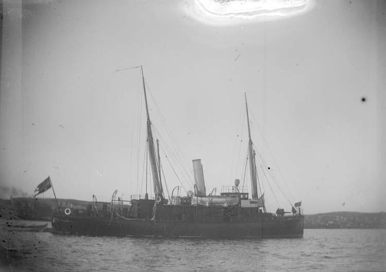 """Enligt text som medföljde bilden: """"Lysekil. Kanonbåten Svensksund 1897."""""""