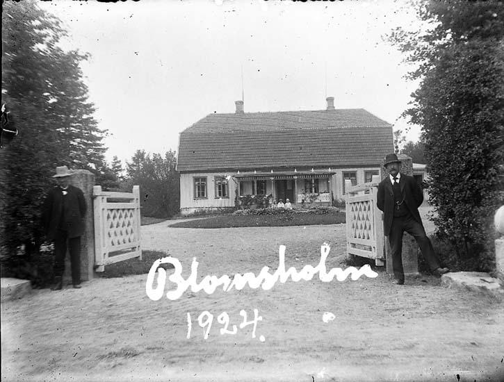 """Enligt text på fotot: """"Blomsholm. 1924""""."""