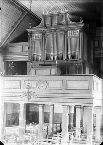 """Enligt fotografens noteringar: """"Foss orgel Foss kyrkorgel 1920."""""""