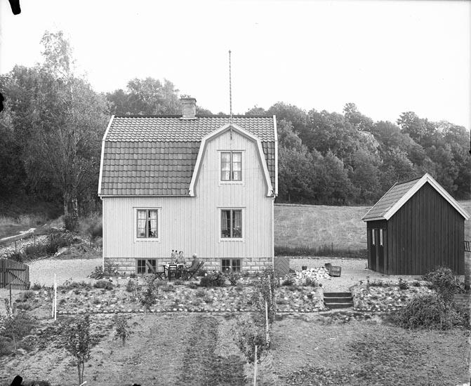 """Enligt fotografens anteckningar: """"1935, 69. Rundqvists stuga""""."""
