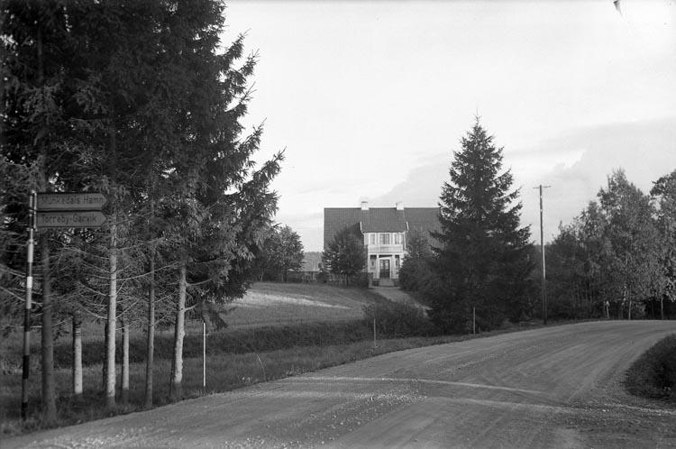 """Enligt fotografens noteringar: """"Villa i Munkedal Tandläkare Rasmusson""""."""