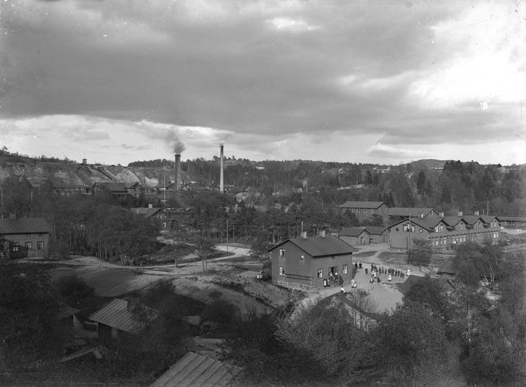 """Enligt fotografens noteringar: """"Fabriken gammal plåt - omkring troligen år 1909, då jag började här som fotograf."""""""