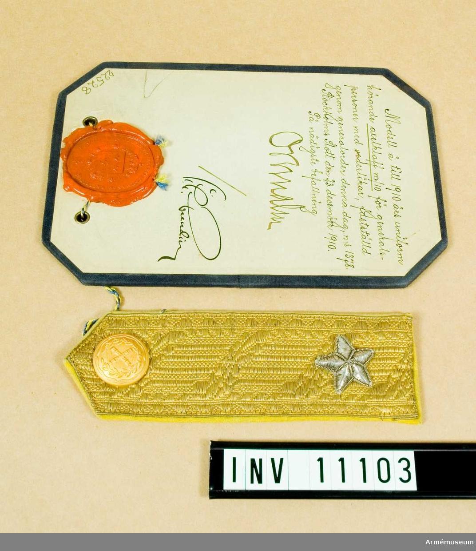 Grupp C I. Modell å till 1910 års uniform hörande axelklaff m/1910 för generalspersoner med vederlikar. fastställd genom go nr 1378 den 23. december 1910.